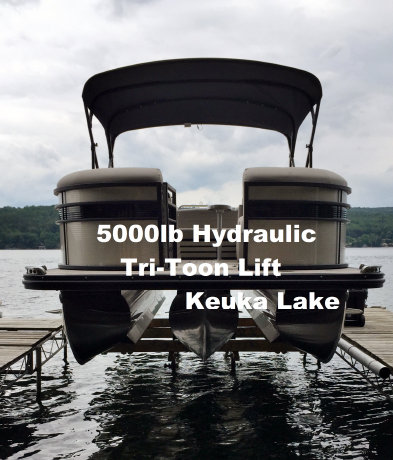 PIcture of a 5000 pound hydraulic Tri-toon lift on Keuka lake