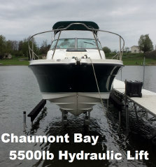 Picture of a 5500 pound hydraulic lift in Chaumont Bay